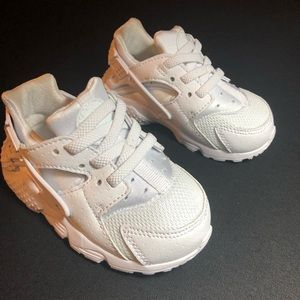 Nike Toddlers Huaraches White NWOB 5C